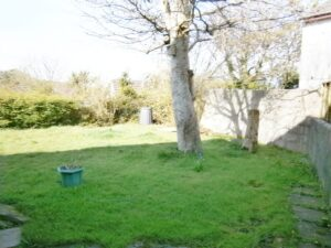 2 bedroom house with parking and garden