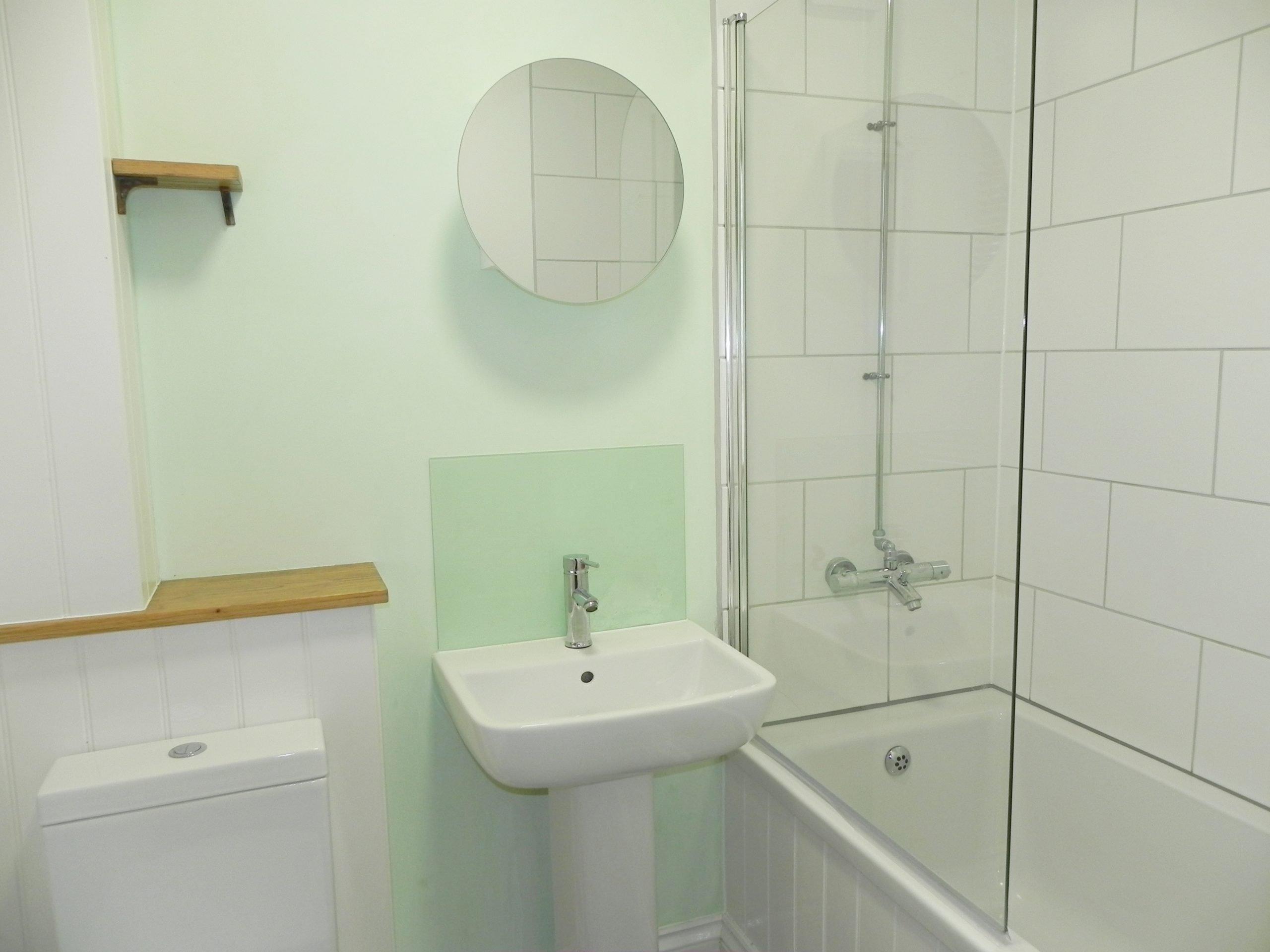 Sea lanes bathroom