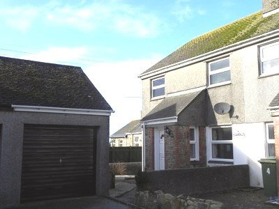 3 bedroom cottage with parking and garage